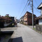 東面の道路(幅員約9m)(周辺)